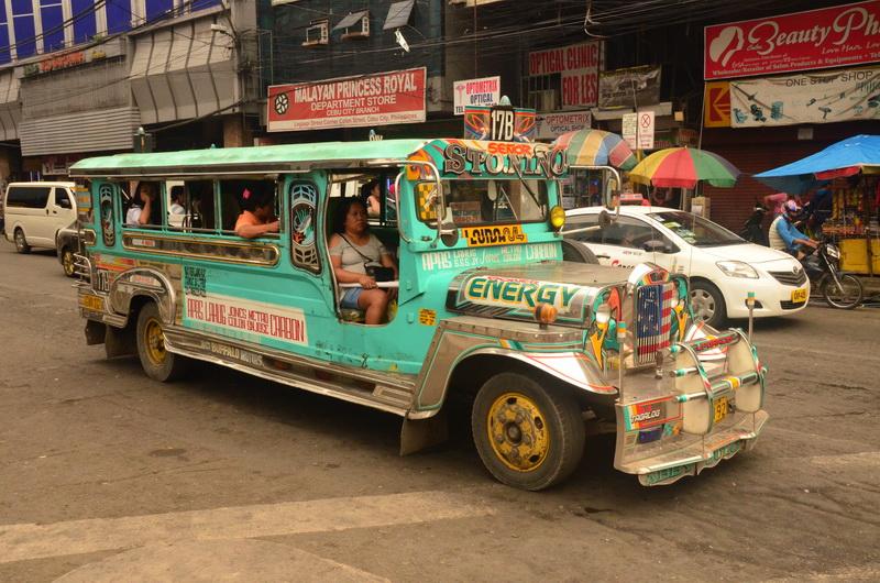 Jeepney je další klasický dopravní prostředek