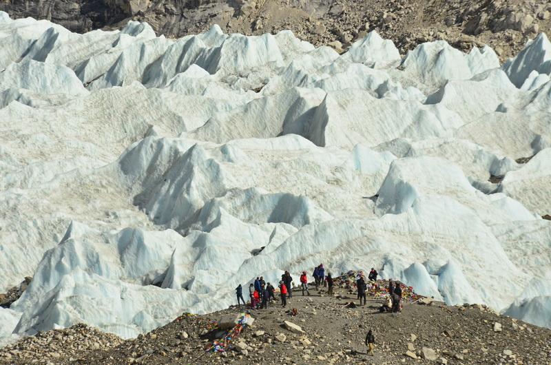 Everest Base Camp. Tady to všechno pro horolezce teprve začíná