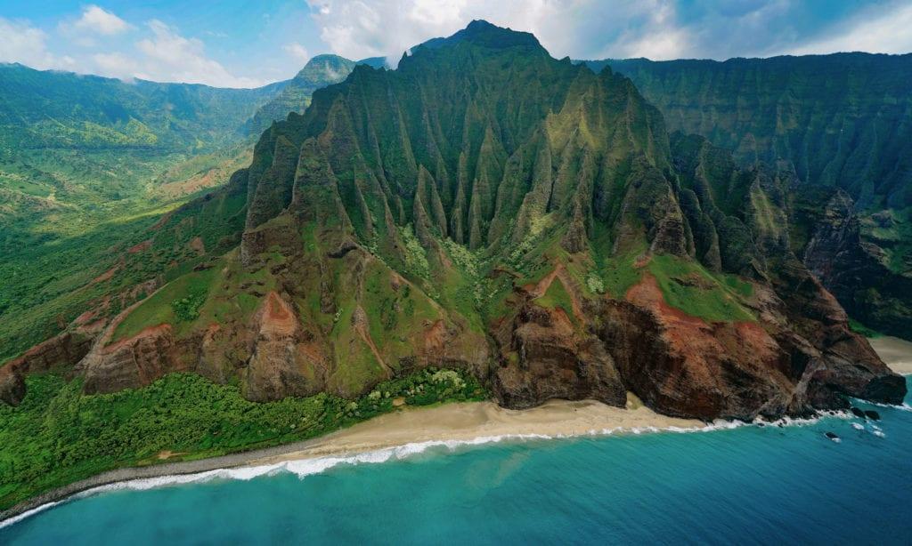 Havaj - pohled na typické zelené vrcholky