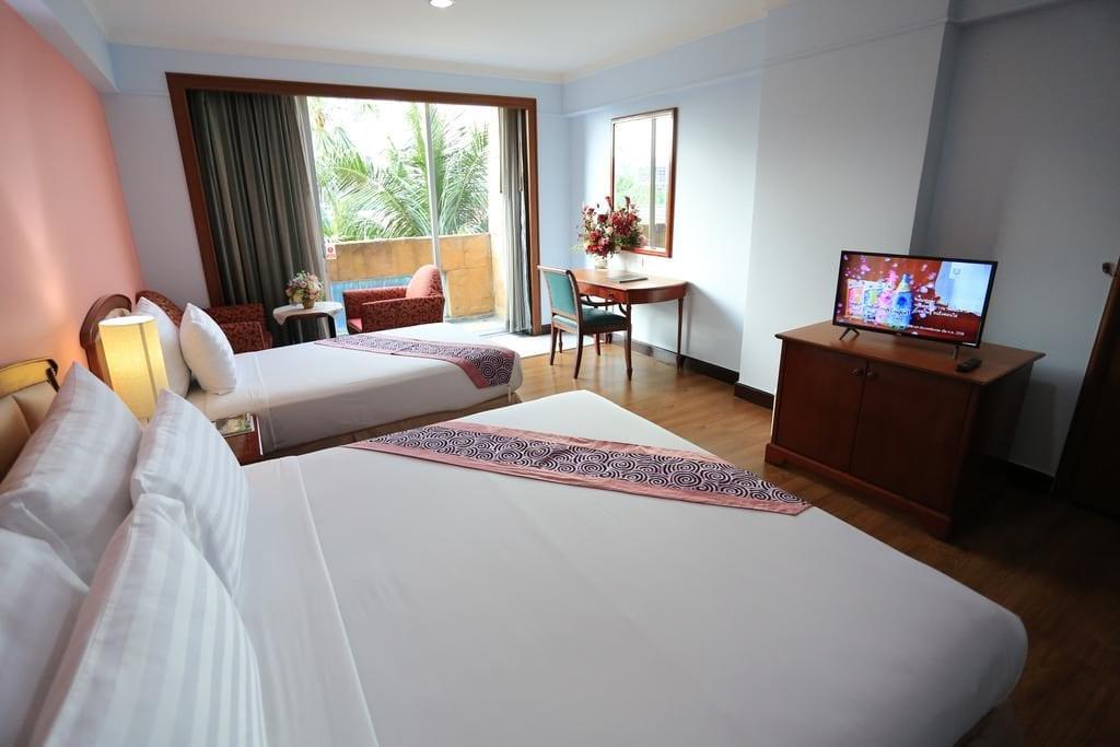 Pokoj hotelu Karnmanee Palace v Bangkoku.