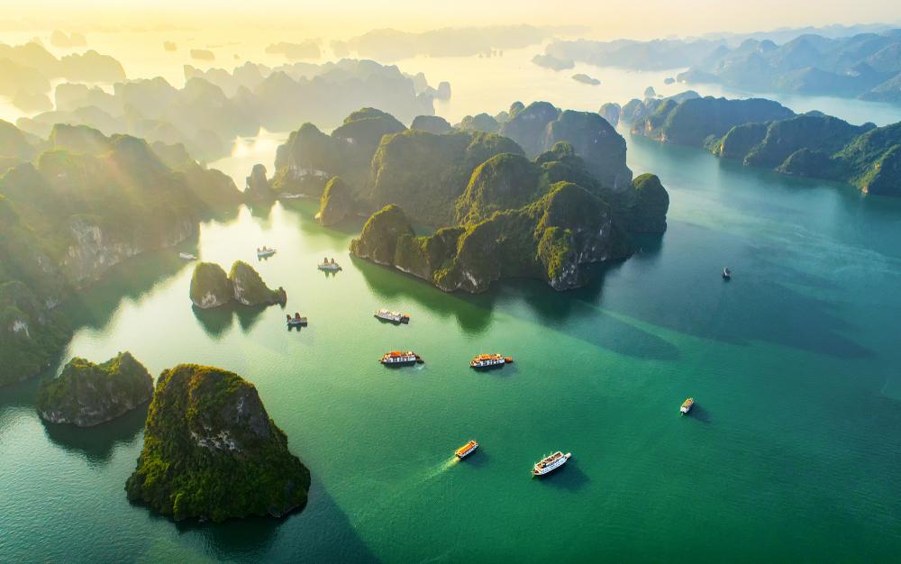 Ha Long Bay je jedním z novodobých přírodních divů světa