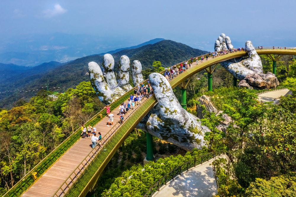 Vyhlídkový Zlatý most Cau Vank