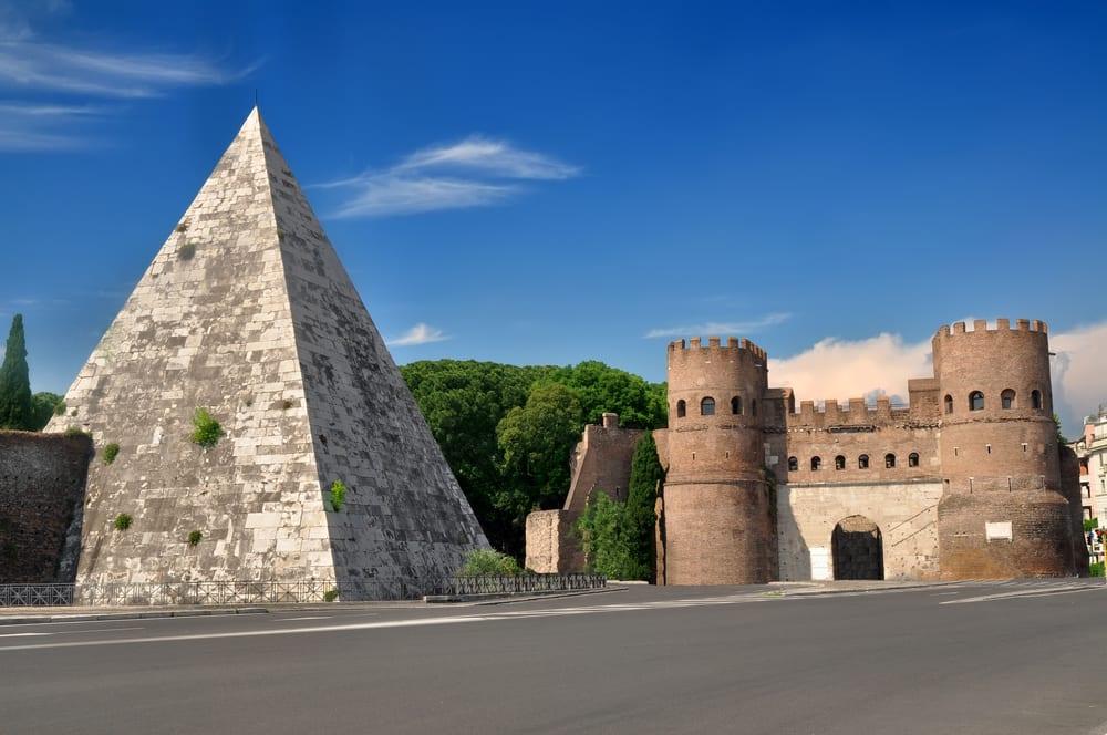 Řím, Cestiova Pyramida