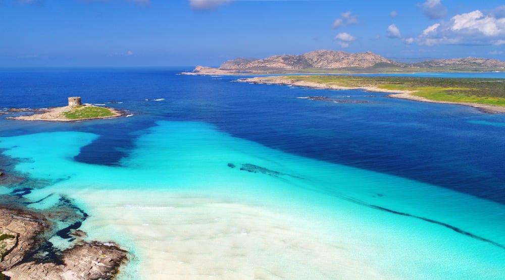 Pláž La Pelosa, Sardinie, Itálie