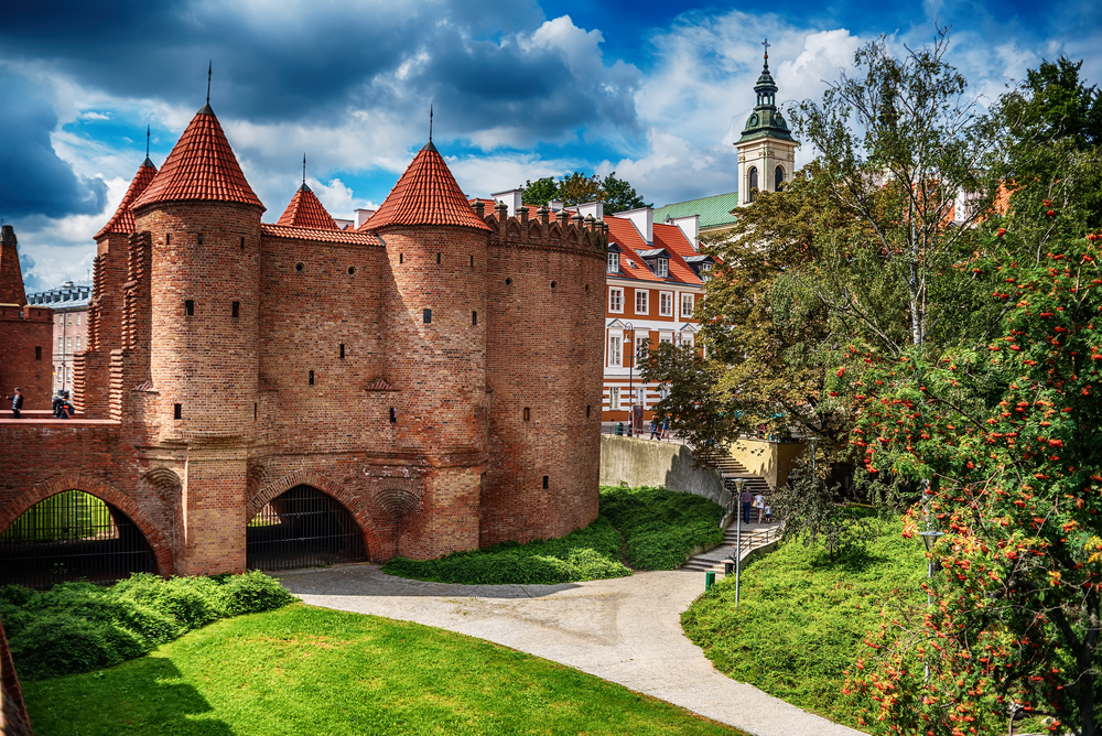 Barbakan ve Varšavě je jedna z hlavních památek, které se dochovaly