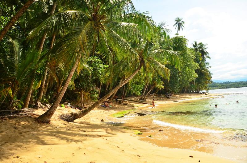 Snaž se vyhnout období dešťů, aby sis užil kostarické pláže