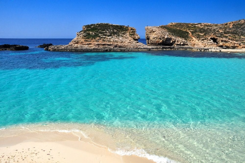 pláž na Maltě, modrá laguna