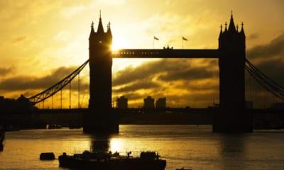 Tower Bridge při západu slunce