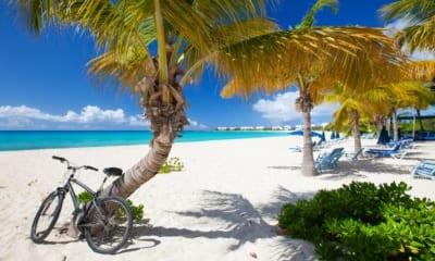Pláž na ostrově Anquilla v Karibiku