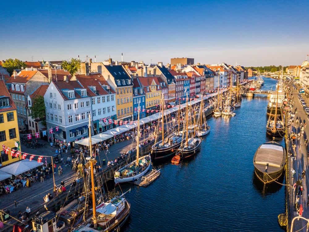 Historické centrum Kodaně v Dánsku.