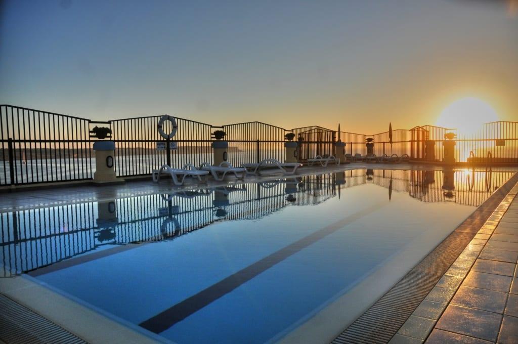 Bazén v hotelu Luna Holiday complex na Maltě