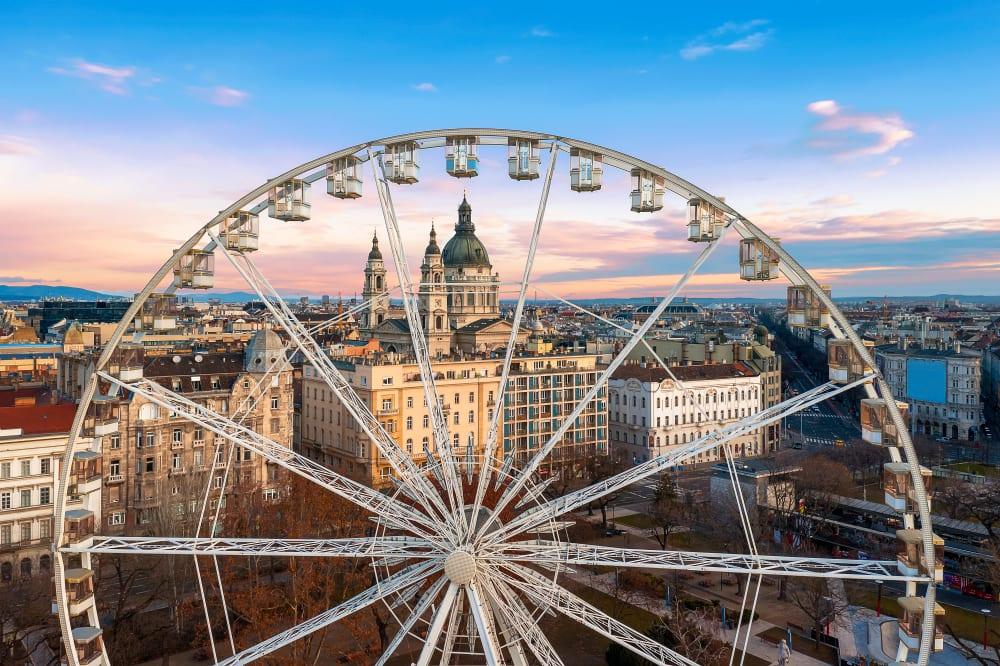 Restaurace Costes v Budapešti servíruje jídlo na ruském kole