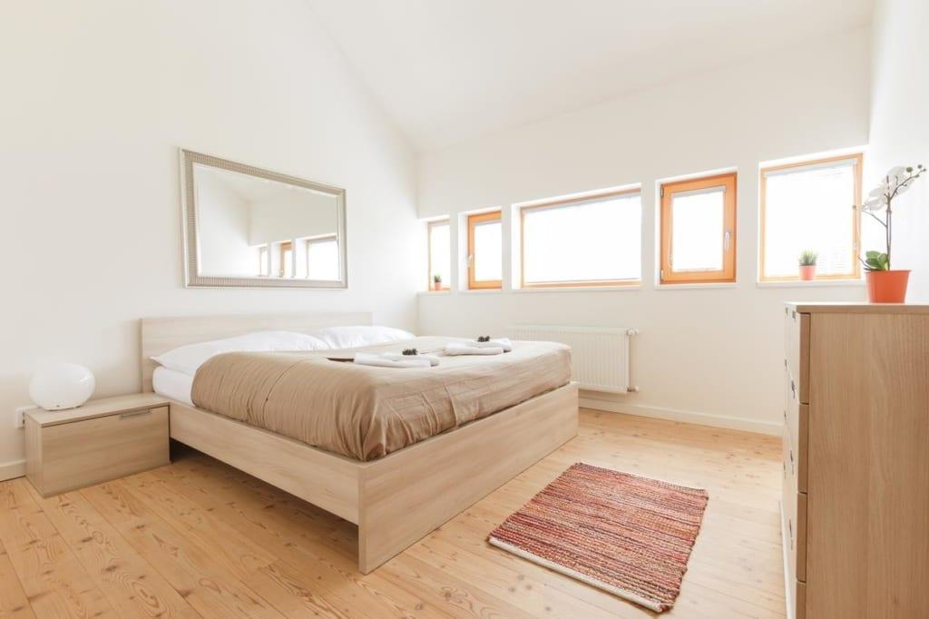 Interiér pokoje v Chalet6harrachov se saunou.