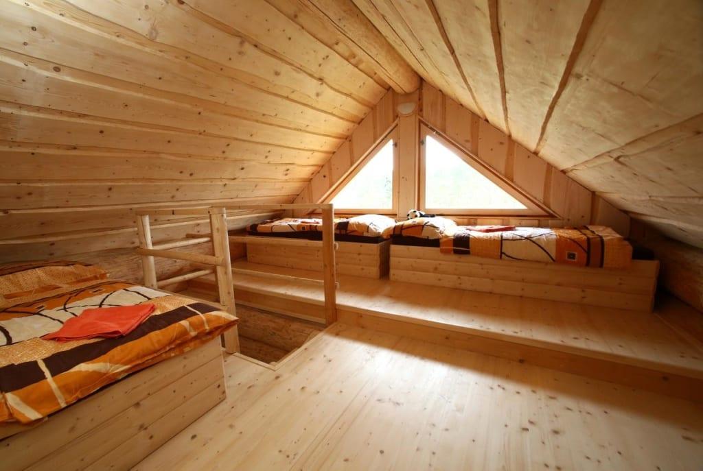 Interiér pokoje Na samotě ve srubu
