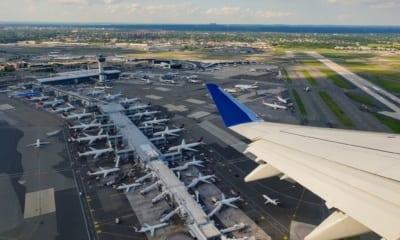 Letiště JFK v New Yorku bude pokutovat ty, kteří nenosí roušku