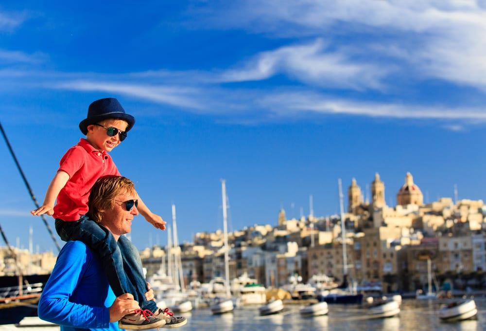 Otec se synem na Maltě