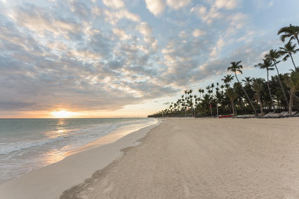 Písečná pláž v Dominikánské republi u hotelu Occidental