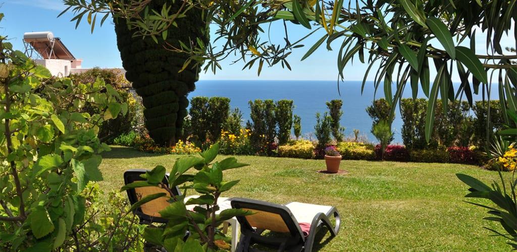 Výhled na moře a zahrada hotelu Dom Pedro Garajau na Madeiře