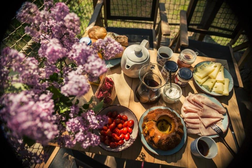 Dovolená v Treehousu Stvořidla, snídaně