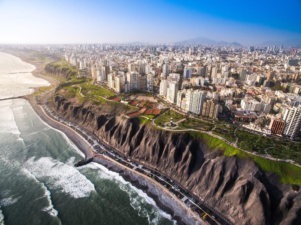 Výhled na hlavní město Peru - Limu.