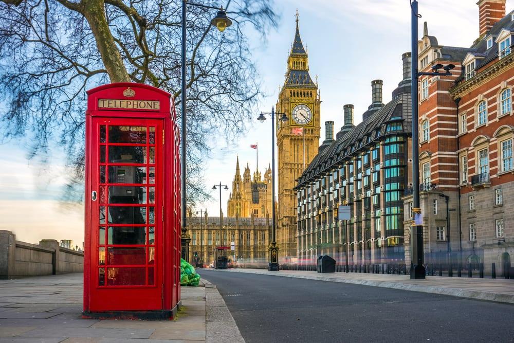 Velká Británie zkrátí karanténu ze 14 dní na 5