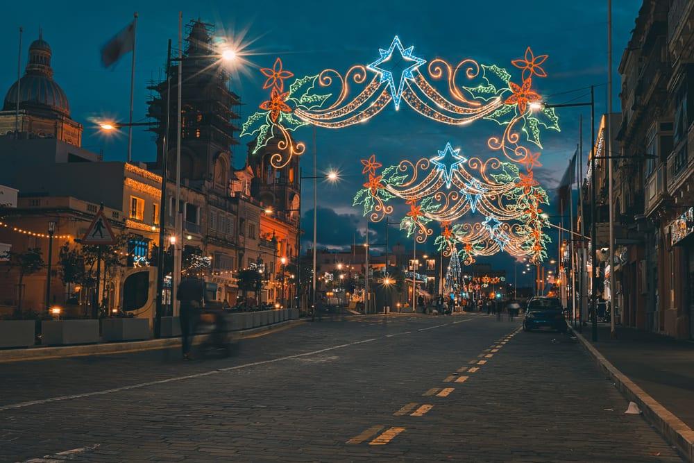 Maltské ulice vyzdobené na Vánoce