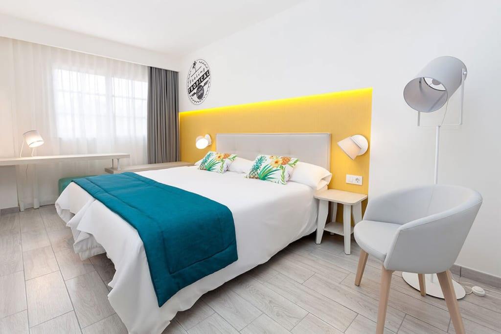 Interiér pokoje v hotelu Tropical Park, Tenerife, Kanárské ostrovy