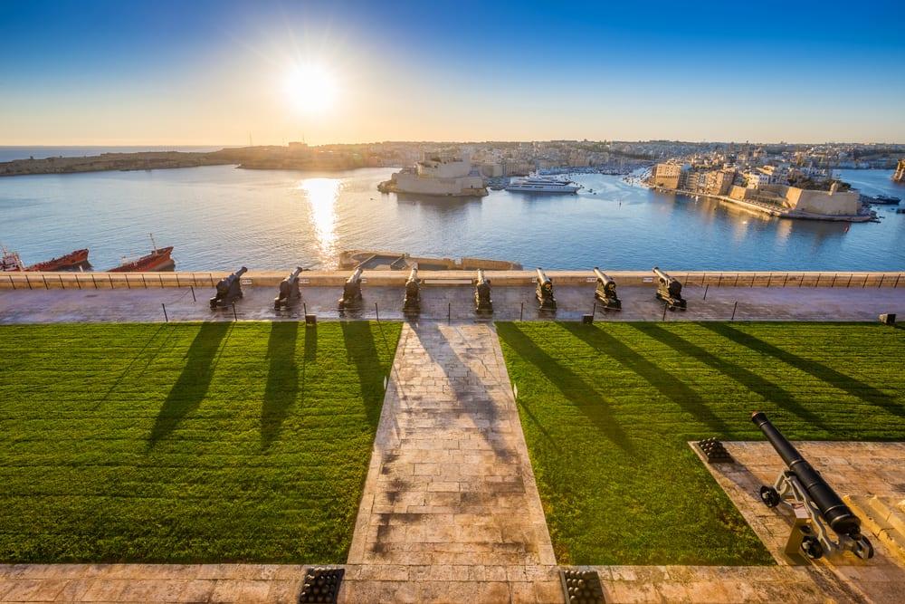 Maltská Valetta, moře