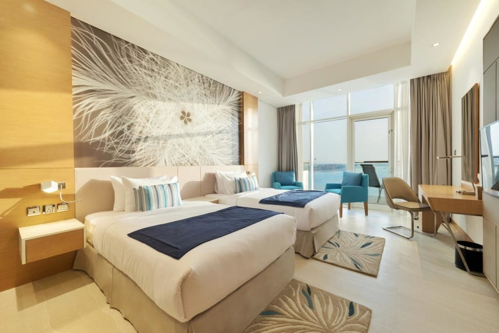 Interiér pokoje v 5* hotelu Royal Central the Palm v Dubaji