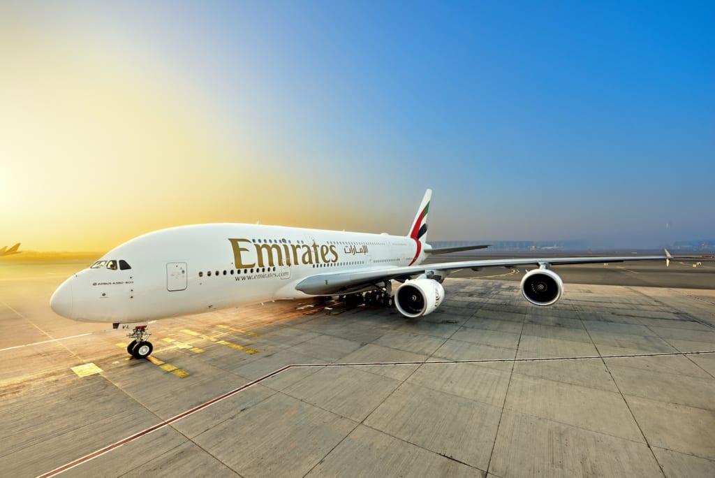 Airbus A380 Emirates s prémiovou ekonomickou třídou směřuje do Londýna