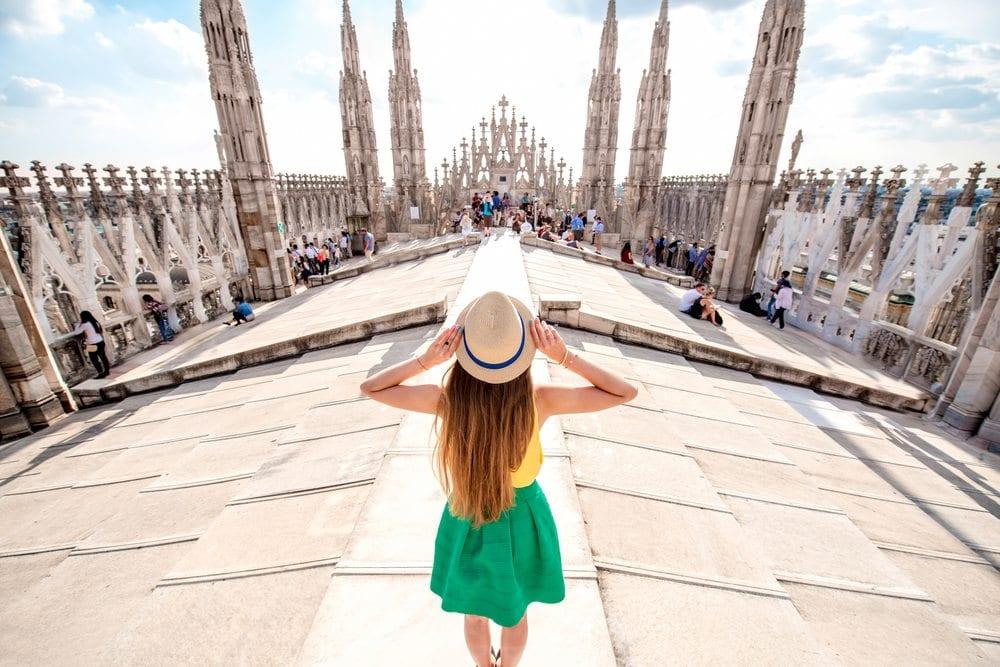 Žena na milánské katedrále